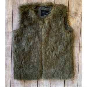 Fur Vest by Glamsia